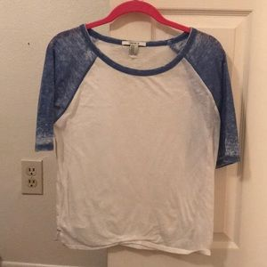 Simple quarter sleeve with blue detail
